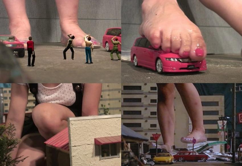 【Giantess】進撃の巨人女が街を生足で蹂躙するGTSクラッシュ動画!自分の欲望を満たすかのように、次々と透明パンプスで街を踏み潰して破壊する!