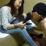 【M男】天真爛漫なジーンズにナマ足ドS女のヒール踏み付けマゾ男虐め!