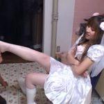 ウエディングドレスの可愛いドS娘が白ブーツで踏み潰すフークラ映像!