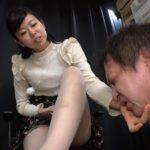 スタイル抜群の長身美脚令嬢「宮村ななこ」の変態M男踏み付け折檻!
